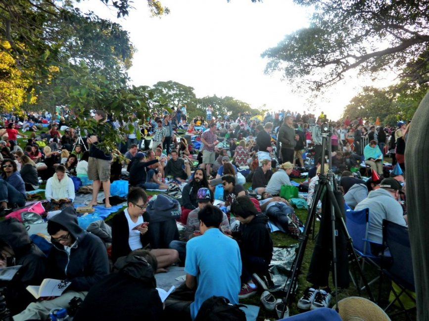 Mrs Macquarie Point crowd NYE Fireworks 2011