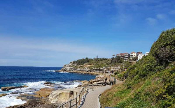 Bondi to Coogee walk path sydney