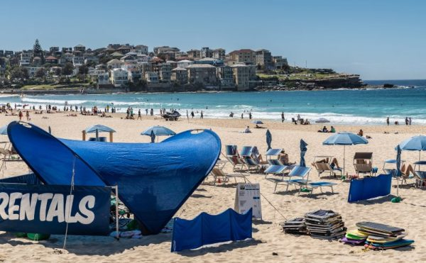 Hire sunloungers on Bondi Beach