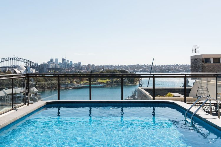 Airbnb rooftop pool in Potts Point