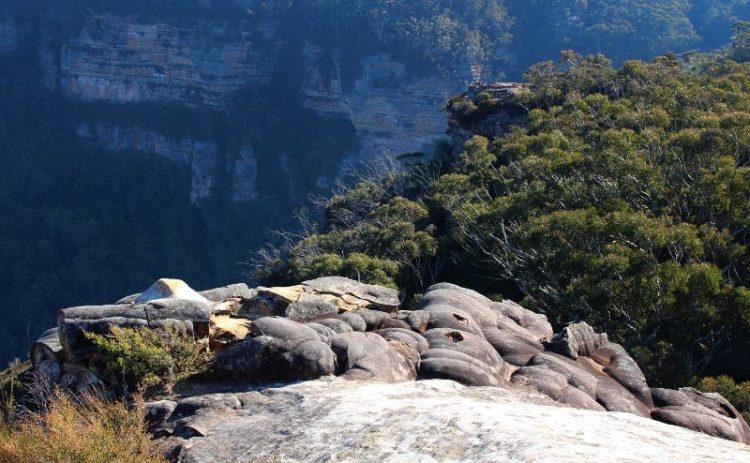 Rocky ledge near sublime point in Leura